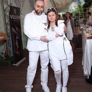 Подробнее: Мария Голубкина впервые появилась вместе с женихом Борисом Ливановым на белой вечеринке