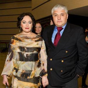 Подробнее: Муж Ларисы Гузеевой испортил ей радость от походов по ресторанам, а она ему от походов в кино