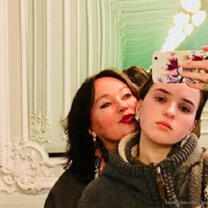 Подробнее: Дочка Ларисы Гузеевой дралась с мамой из-за прически