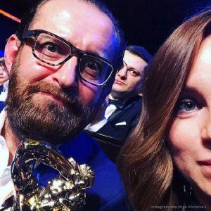 Подробнее: Константин Хабенский впервые появился с беременной женой и дочкой на премьере водного шоу