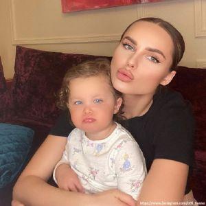 Подробнее: Певица Ханна показала забавное видео со своей дочерью