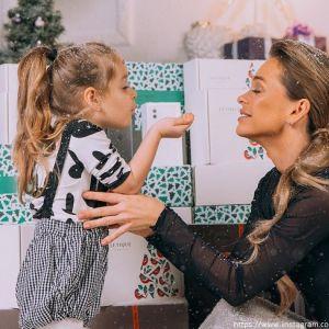 Подробнее: Анна Хилькевич с дочерью отожгла на Новогодней вечеринке