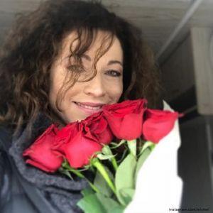 Подробнее: Алена Хмельницкая показала, как смастерила с дочками снегурочку
