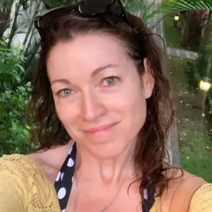 Подробнее: Алена Хмельницкая показала стройную фигуру  в купальнике на фоне водопада на Бали