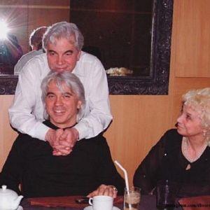Подробнее: Родителей Хворостовского пригласили в Большой Театр на вручение премии BraVo