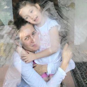 Подробнее: Виктория Исакова впервые взяла дочь на благотворительное мероприятие