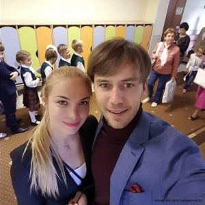 Подробнее: Иван Жидков вместе с Татьяной Арнтгольц отвели дочку в школу