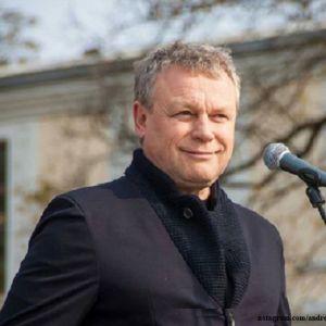 Подробнее: Сергей Жигунов избавился от дачи, расставшись с Анастасией Заворотнюк