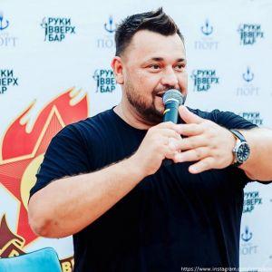 Подробнее: Сергей Жуков отправил детей работать в театр