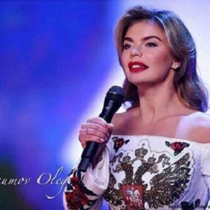 Подробнее: Алина Кабаева предстала на фестивале художественной гимнастики в платье с гербом Москвы на груди