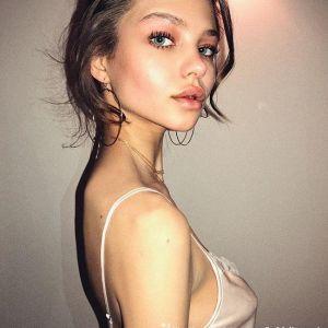 Подробнее: Обнаженная Алеся Кафельникова показала свою новую тату