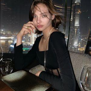 Подробнее: Алеся Кафельникова в купальнике устроила жаркую фотосессию на пляже