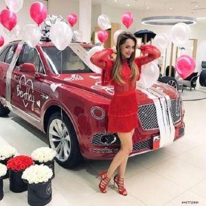 Подробнее: Анне Калашниковой на восьмое марта подарили Бентли за двадцать миллионов (видео)