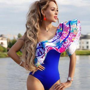 Подробнее: Анна Калашникова показала кружевной купальник