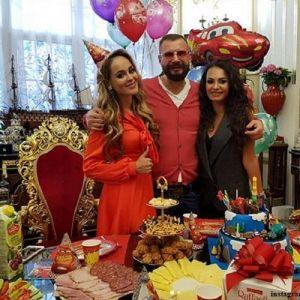 Подробнее: Бизнесмен Ковалев сделал сыну Анны Калашниковой очень дорогой подарок (видео)