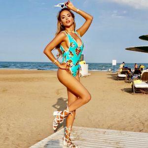 Подробнее: Анна Калашникова продемонстрировала модные купальники