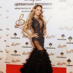 Подробнее: Анна Калашникова едва не лишилась волос во время огненного шоу