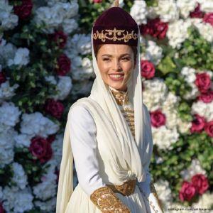 Подробнее:  Сати Казанова поделилась новыми фотографиями со свадьбы
