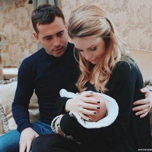 Подробнее: Жена Александра Кержакова влюбилась в мужа с большей силой после семейной трагедии