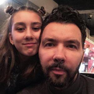 Подробнее: Денис Клявер опубликовал трогательное  поздравление дочери Эвелин с днем рождения