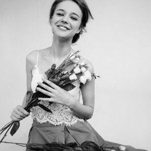 Подробнее: Звезда «Березки» Любовь Константинова зарегистрировала брак с коллегой