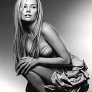 Подробнее: Елена  Корикова утверждает, что  красота ей дана природой.