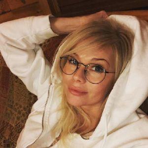 Подробнее: Бывший любовник Елены Кориковой устроил ей травлю
