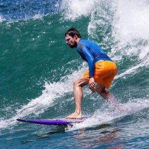 Подробнее: Данила Козловский катается по волнам на Бали