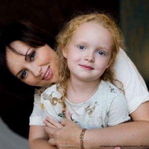 Подробнее: Елена Ксенофонтова получила право опеки над дочерью