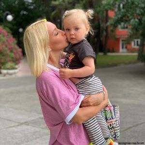 Подробнее: Лера Кудрявцева поделилась фото с дочерью в купальниках в стиле Family look