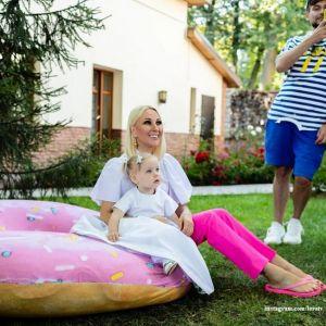 Подробнее: Лера Кудрявцева показала смешные моменты с 2-летней дочкой на отдыхе в Турции