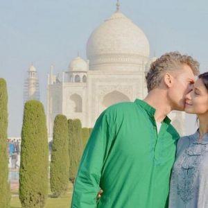 Подробнее: Равшана Куркова со своим мужчиной побывали в храме любви