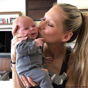 Подробнее:  Анна Курникова вместе с сыном  Николасом болеет за сборную России
