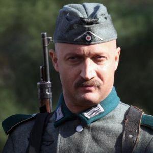 Подробнее: Гоша Куценко снайпер, играющий в домино