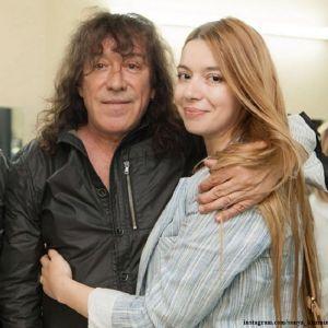 Подробнее: Дочь Владимира Кузьмина высказалась по поводу четвертого брака отца