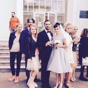 Подробнее: Новые фото Агнии Кузнецовой в свадебном платье