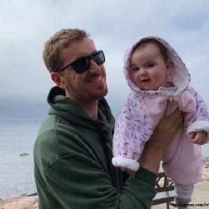 Подробнее: «Папкино  счастье»: Кирилл Кяро поделился черно-белыми снимками с маленькой дочкой
