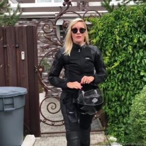 Подробнее: Елену Летучую муж повез в Европу на мотоцикле