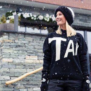 Подробнее: Елена Летучая устроила фотосессию в купальнике под снегом