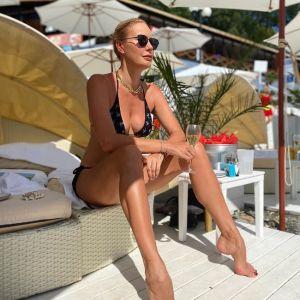 Подробнее: Елена Летучая в купальнике устроила фотосессию на яхте