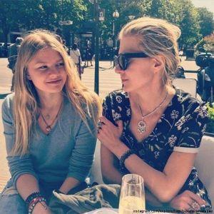Подробнее: Рената Литвинова в компании своих подруг отметила день рождения Ульяны