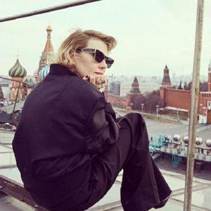 Подробнее:    Рената Литвинова откровенно рассказала о пластических операциях