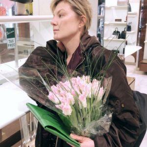Подробнее: Рената Литвинова опубликовала редкие кадры с Земфирой и поздравила ее с юбилеем творческой карьеры