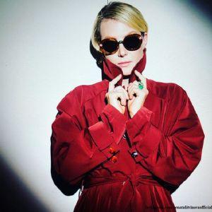 Подробнее: Рената Литвинова сфотографировалась в красной мини-юбке в салоне автомобиля