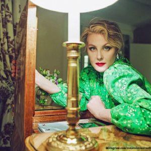 Подробнее: Рената Литвинова появилась на модном показе c кредитными картами в ушах