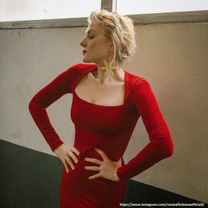 Подробнее: Рената Литвинова перед поклонниками обнажила грудь