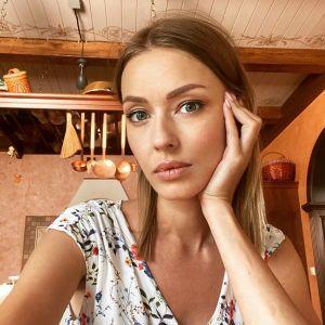 Подробнее: Бывший супруг Евгении Лозы, актер Антон Батырев встречается уже с новой девушкой
