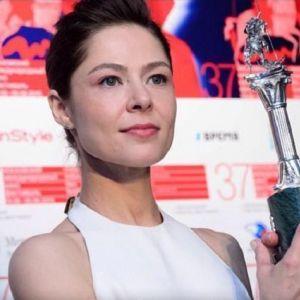 Подробнее: Елена Лядова получила приз за лучшее исполнение женской роли на ММКФ