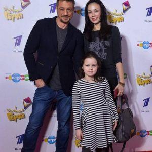 Подробнее: Алексей Макаров  пришел  на вручение детской премии с бывшей женой и дочерью