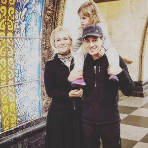 Подробнее: Виктория и Антон Макарские катаются с детьми в московском метро